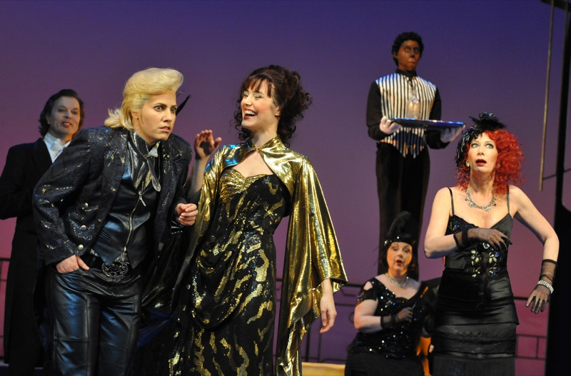 v.l.: Gillian Crichton, Arantza Ezenarro, Katharina Peters, Chor