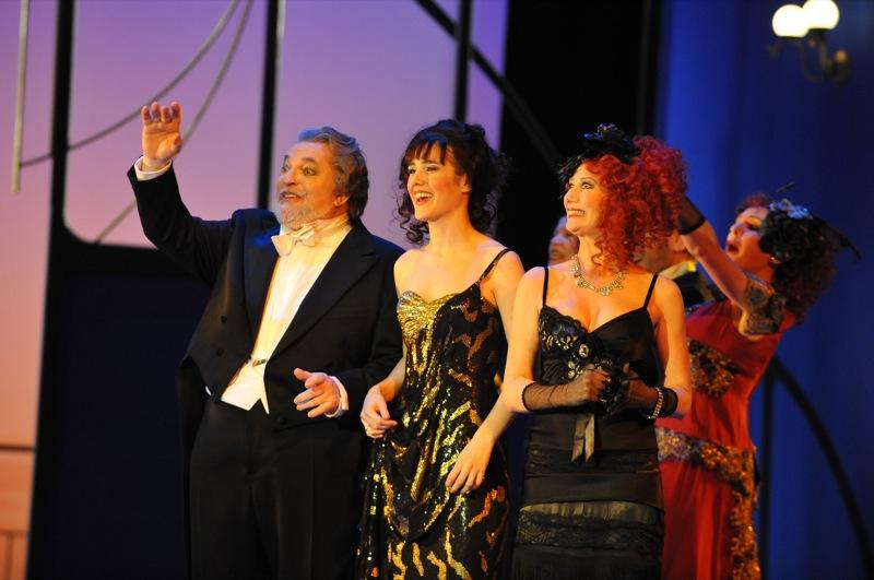 v.l.: Joachim Pieczyk, Arantza Ezenarro, Katharina Peters, Chor