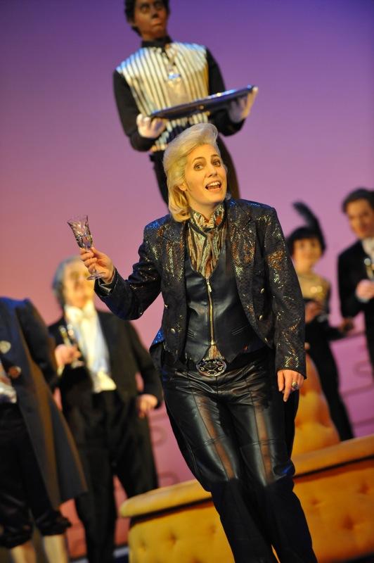 v.l.: Gillian Crichton, Chor