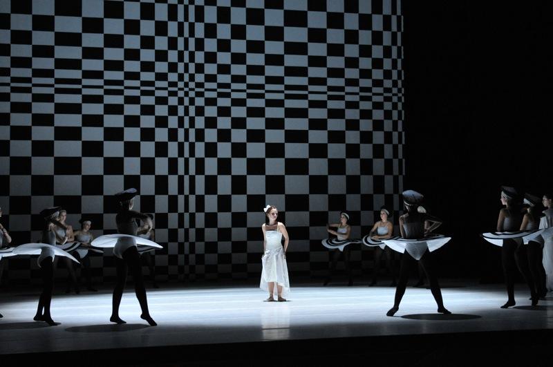v.l.:Juliane Nawo, Ballettschülerinnen