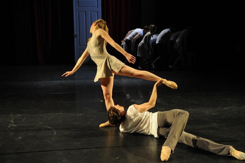 v.l.:Sophie Balet, James Muller, Ensemble