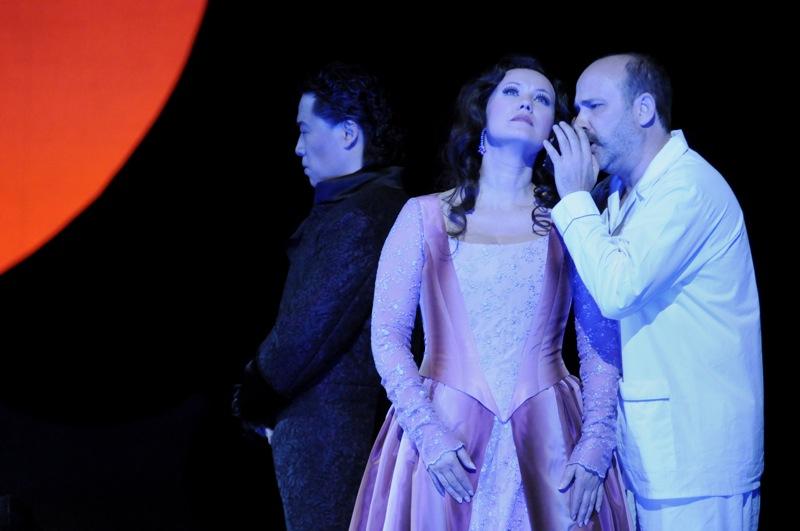 v.l.: Kwang-Keun Lee, Oxana Arkaeva, Jorge Perdigón a. G.