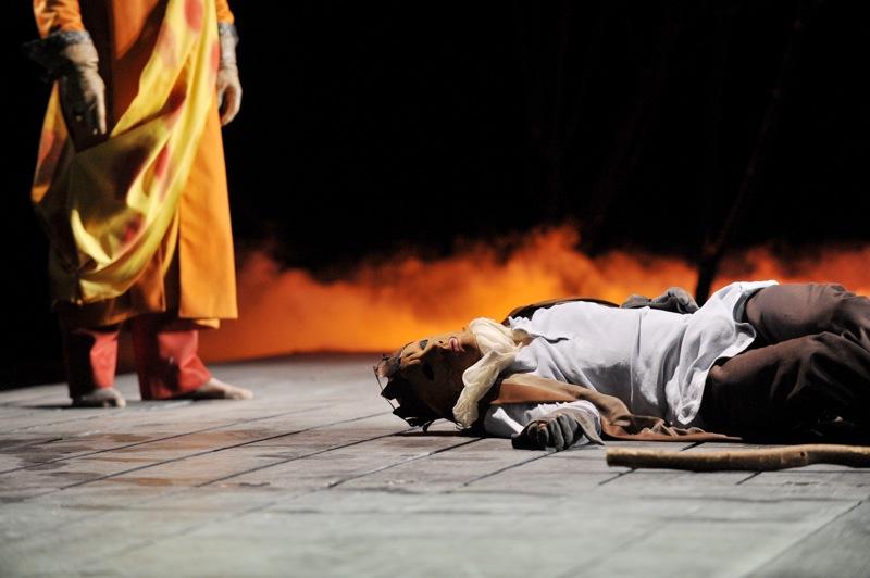 v.l.: Theseus (Thomas Kollhoff), Ödipus (Christian Taubenheim)