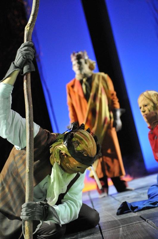 v.l.: Ödipus (Christian Taubenheim), Theseus (Thomas Kollhoff), Ismene (Sibylle Schleicher)