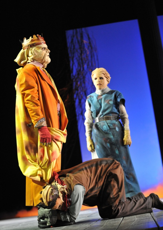v.l.:Theseus (Thomas Kollhoff), Ödipus (Christian Taubenheim), Antigone (Tini Prüfert)